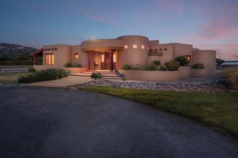 819 Santa Fe Highlands, Ramona, CA 92065