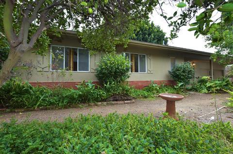 344 Country Club Dr, Escondido, CA 92029