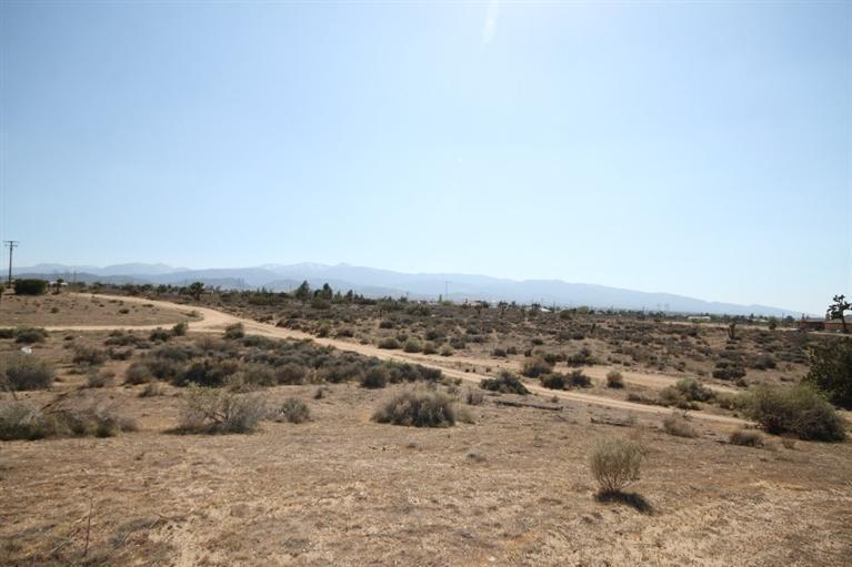 0 Coyotemanada, Phelan, CA