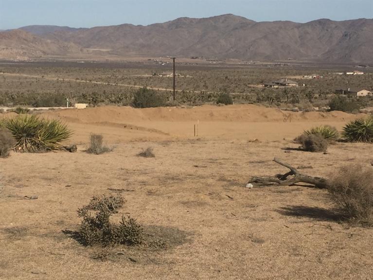 23989 Roundup Way, Apple Valley, CA 92308