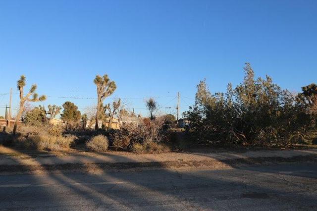 7769 Shawnee Trl, Yucca Valley, CA 92284
