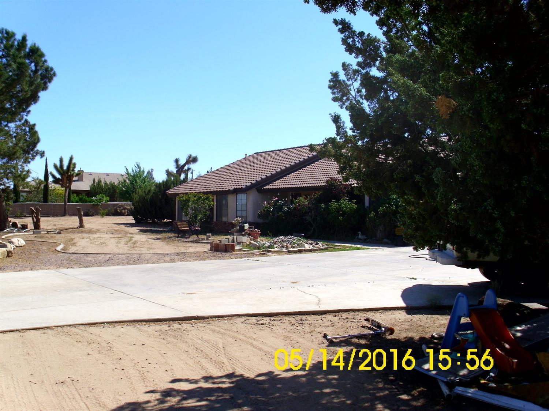 7364 Topaz Ave, Oak Hills, CA 92344