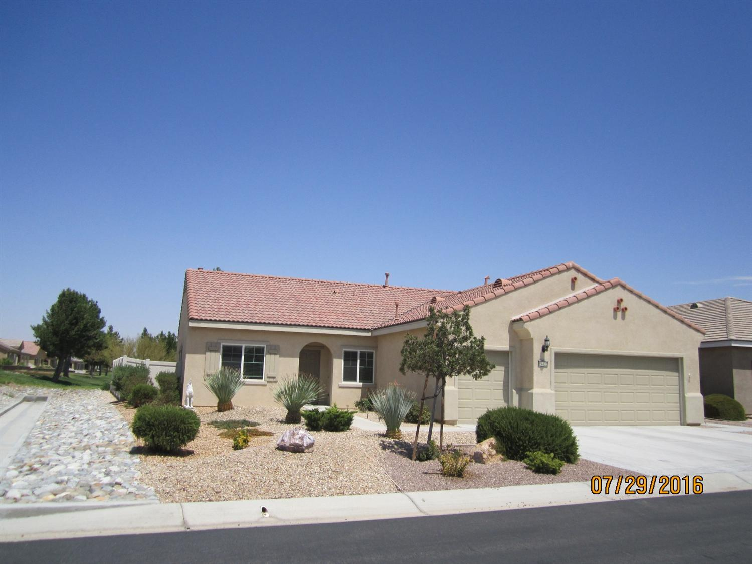 19422 Royal Oaks Road, Apple Valley, CA 92308