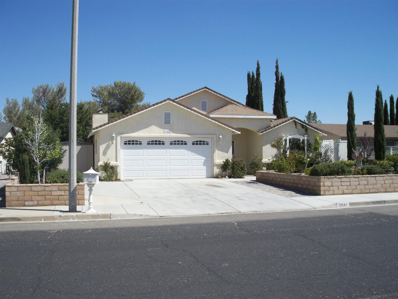 13642 Oakmont Drive, Victorville, CA 92395