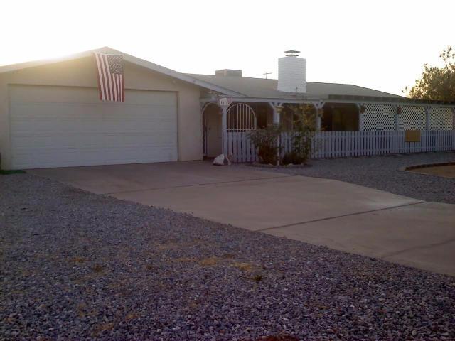 10758 Navajo Rd, Apple Valley, CA 92308