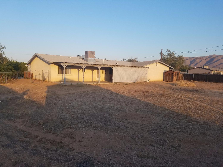 10758 Navajo Road, Apple Valley, CA 92308