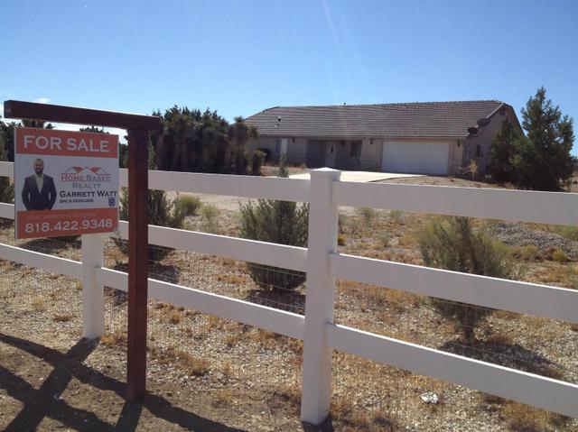 6175 Sunnyslope Rd, Phelan, CA 92371