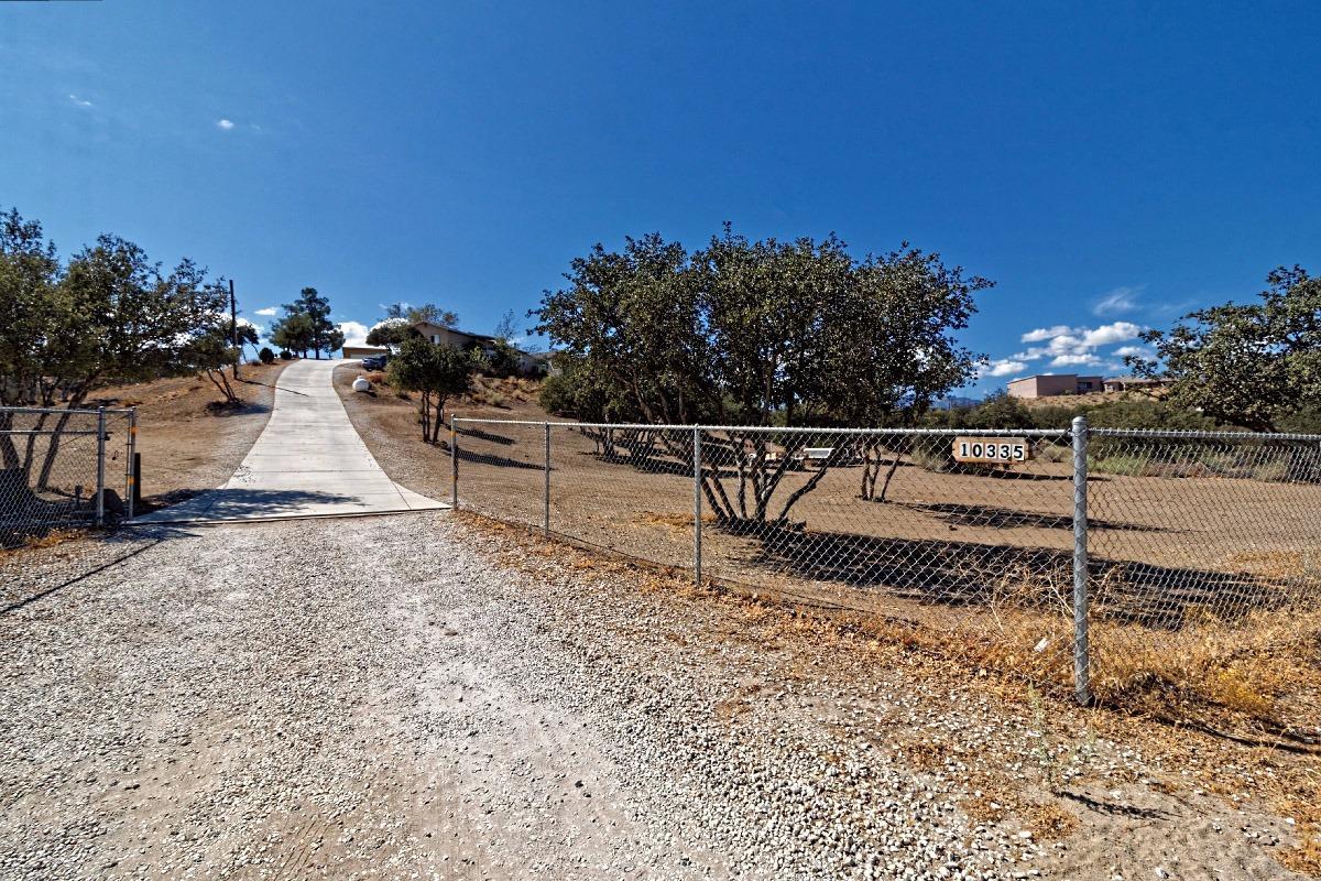 10335 Ranchero Rd, Oak Hills, CA 92344