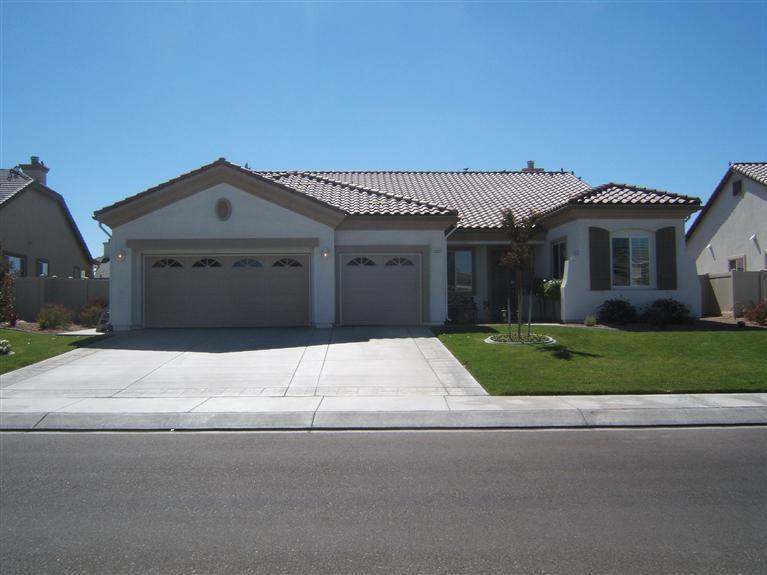 10857 Aster Ln, Apple Valley, CA 92308