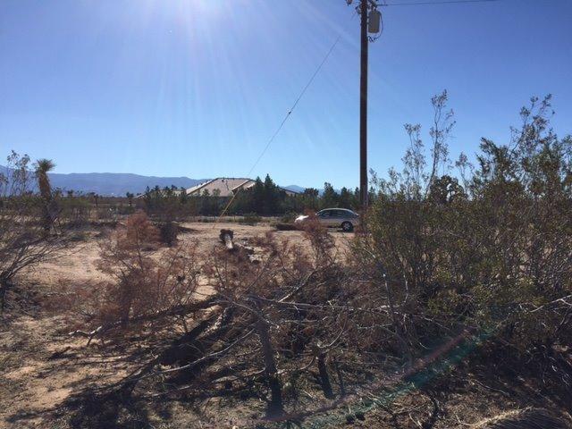 11825 Arizona Rd, Phelan, CA 92371