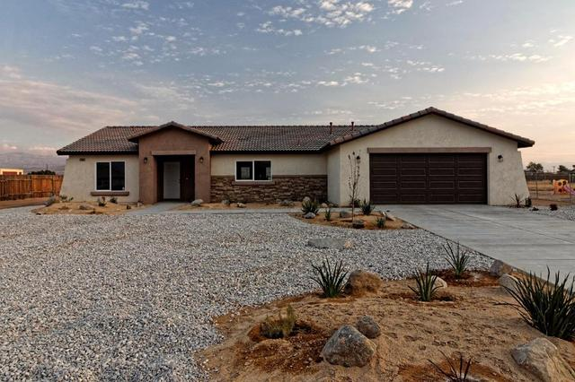 22165 Miramot Rd, Apple Valley, CA 92308