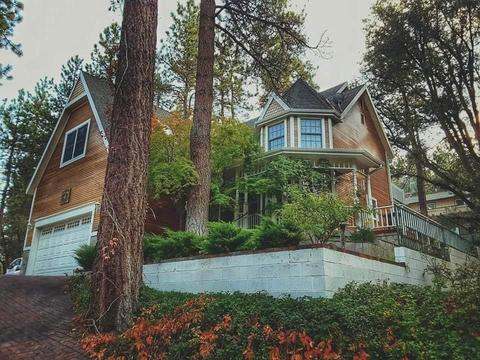 1085 Eagle Rd, Wrightwood, CA 92397