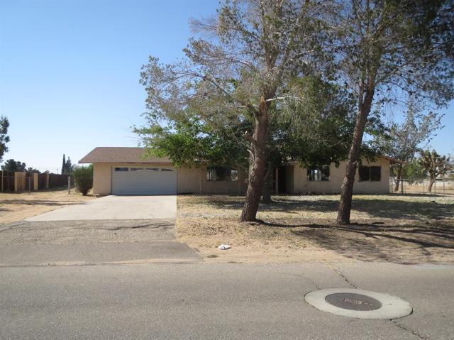 14298 Kiowa Rd, Apple Valley, CA 92307