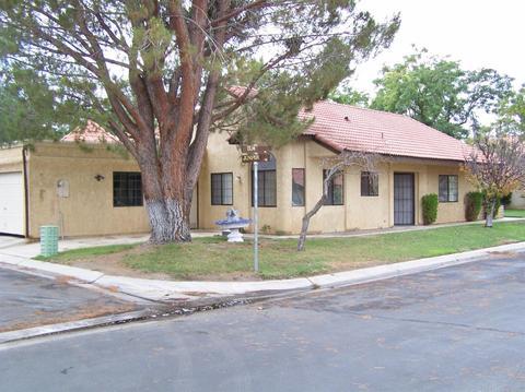 11724 Juniper Dr, Apple Valley, CA 92308
