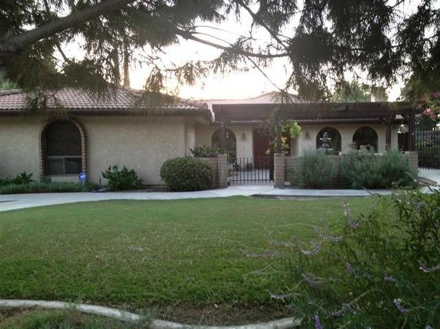 3215 W Green Oaks Dr, Visalia, CA 93277