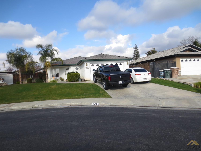 10404 Iroquois Ln, Bakersfield, CA 93312