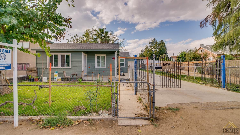 1524 Palm Drive, Bakersfield, CA 93305
