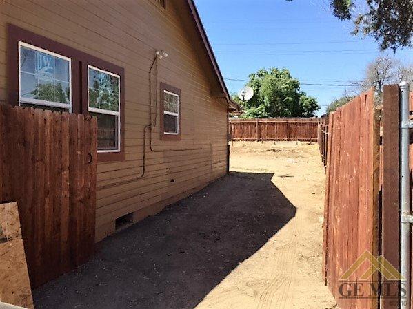 216 Roberts Lane, Bakersfield, CA 93308