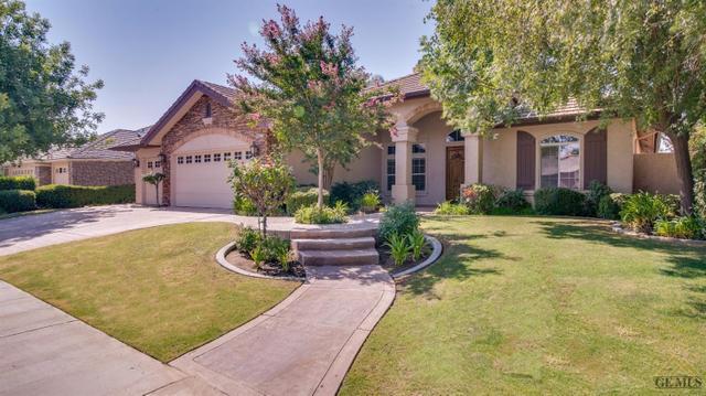 10207 Skiles Dr, Bakersfield, CA 93311