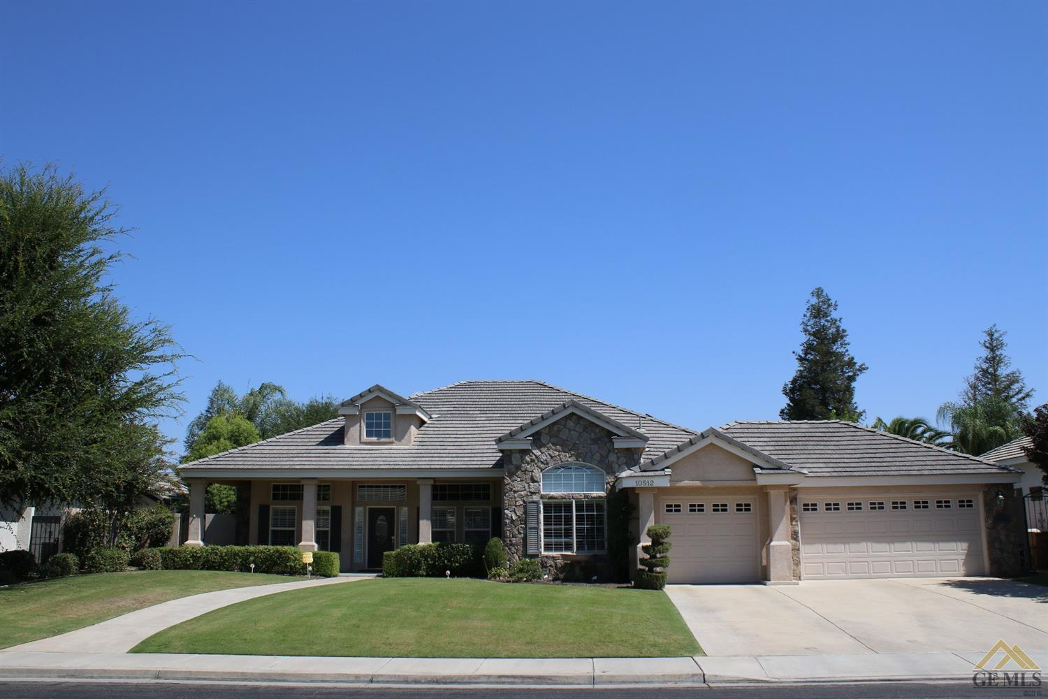 10512 Finchley Dr, Bakersfield, CA 93311