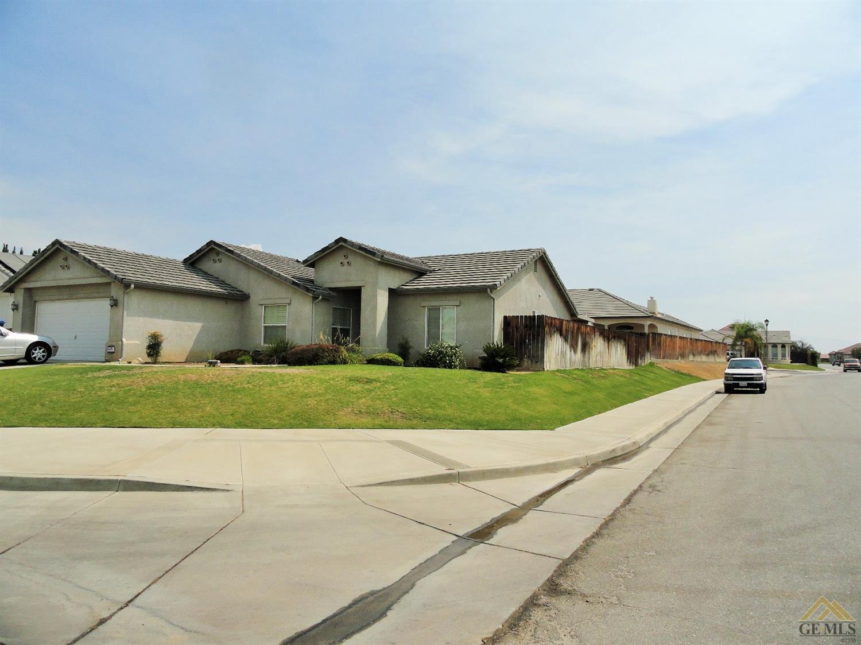 3718 Meadow Hills Court, Bakersfield, CA 93308