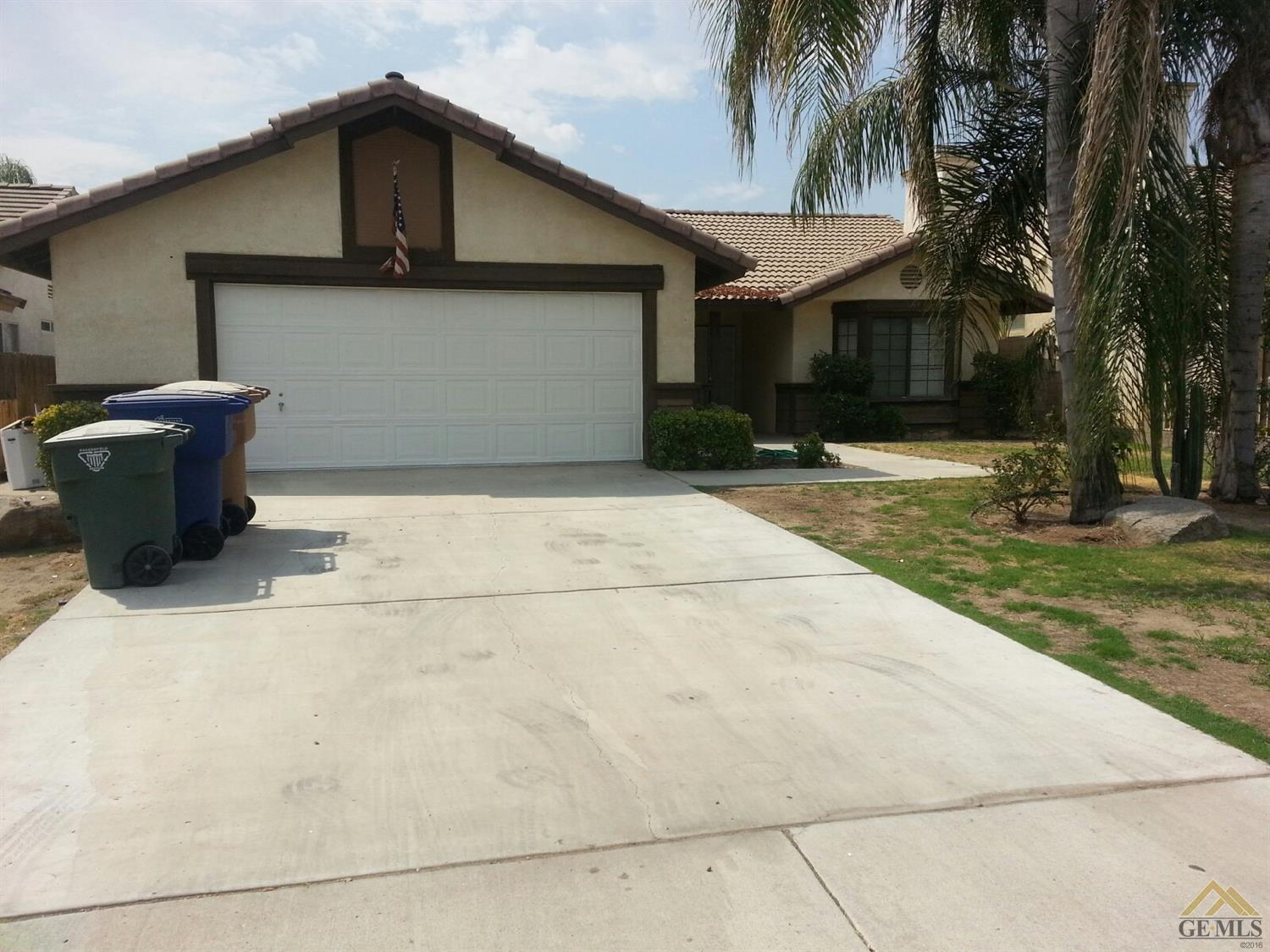 703 Fairview Rd, Bakersfield, CA 93307
