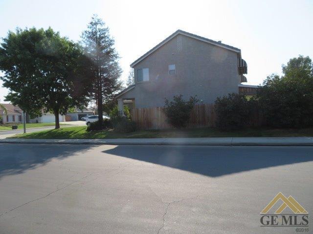10021 Roehampton Avenue, Bakersfield, CA 93312