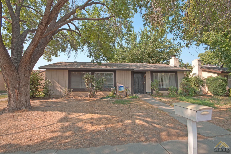 2809 N Half Moon Dr, Bakersfield, CA 93309