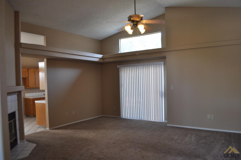 8608 Fox Creek Court, Bakersfield, CA 93312
