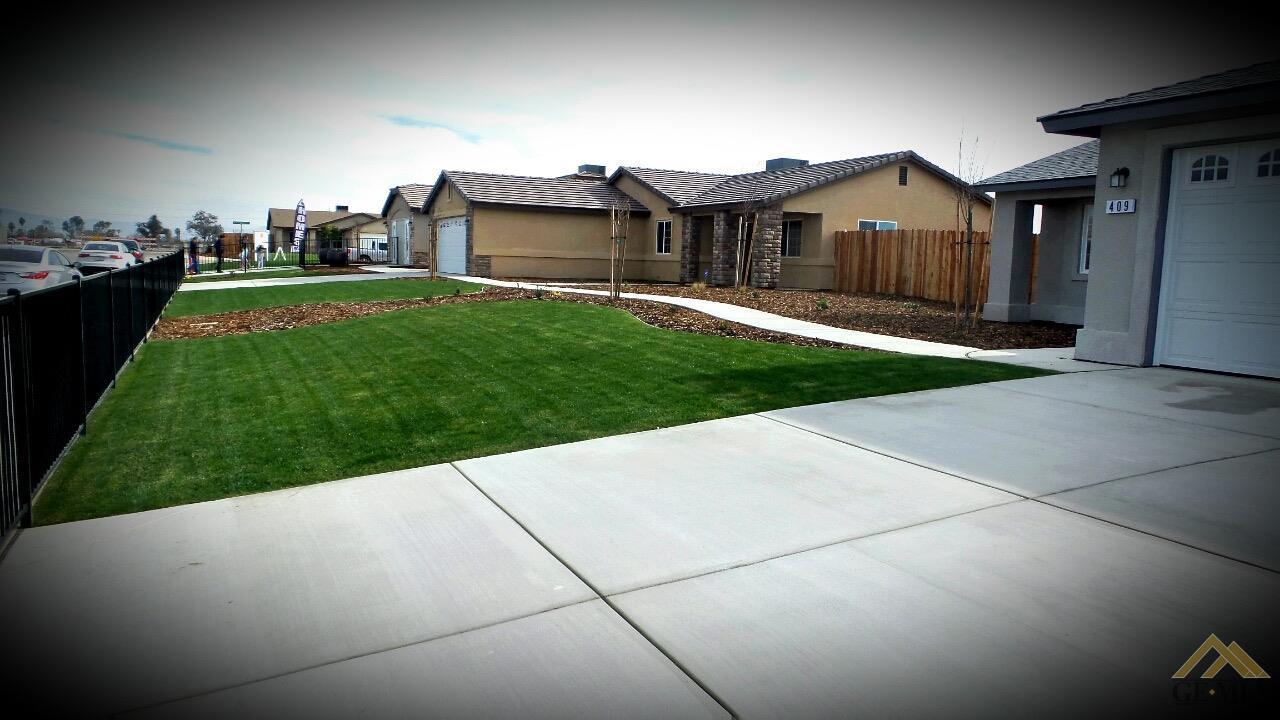 517 Kingscross Avenue, Bakersfield, CA 93307