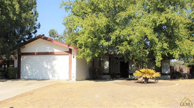 3016 N Half Moon Dr, Bakersfield, CA 93309