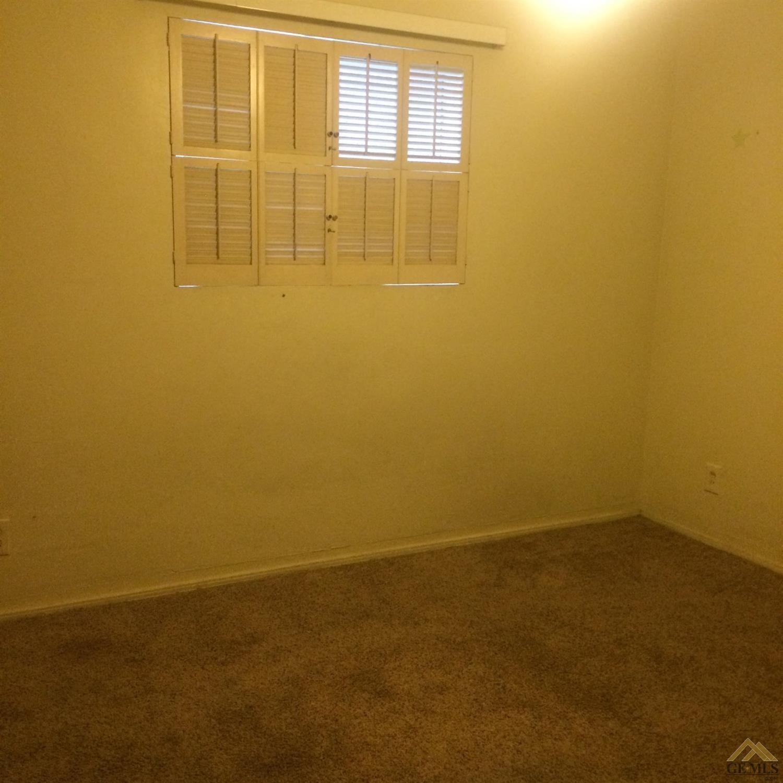2501 Christmas Tree Lane, Bakersfield, CA 93306
