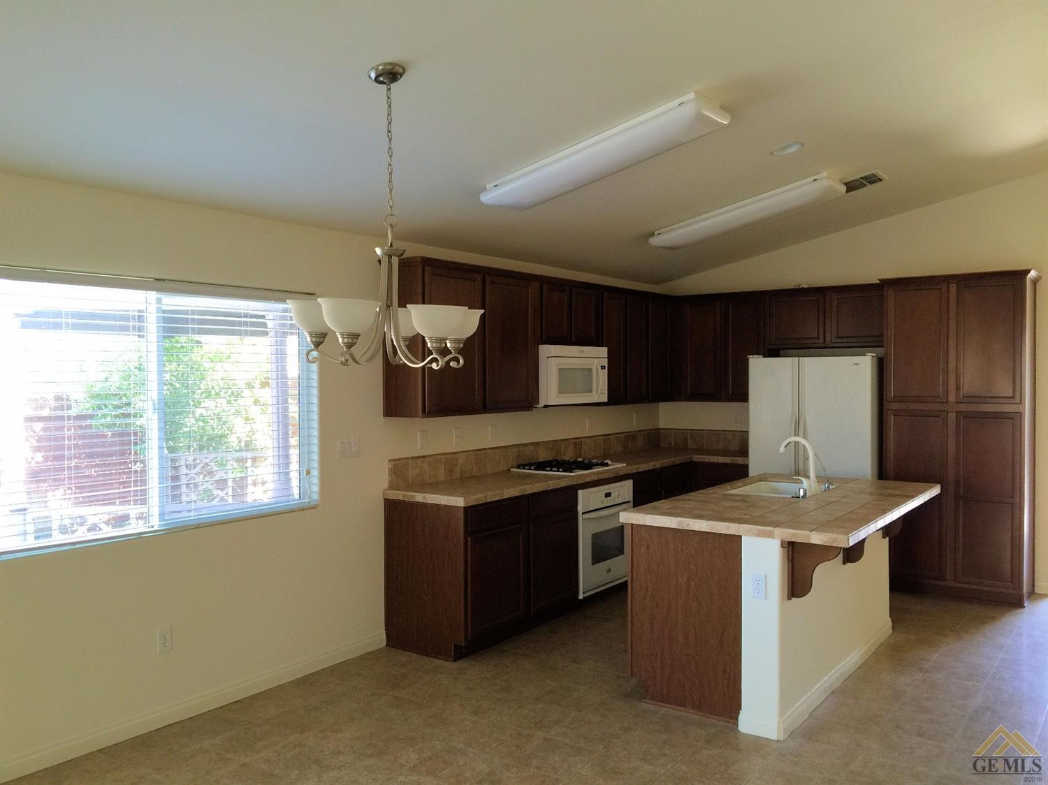 6402 Newhall Lane, Bakersfield, CA 93313