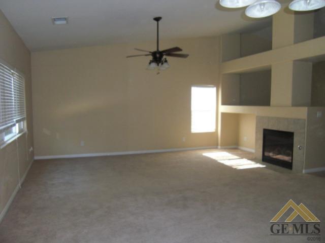11135 Dawson Falls Avenue, Bakersfield, CA 93312