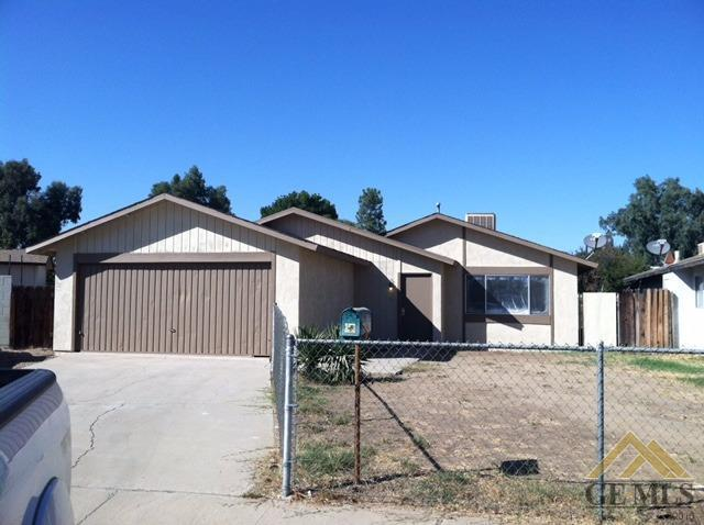 624 Combs Ave, Arvin, CA 93203