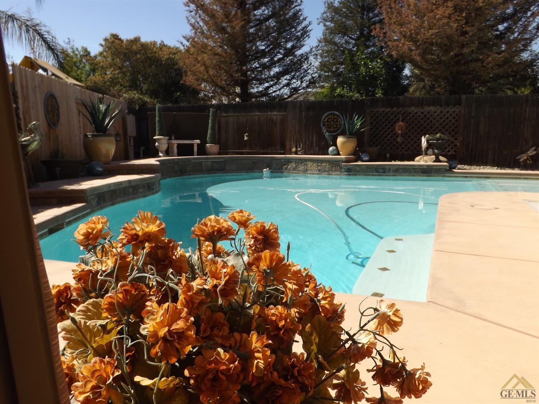 5009 Shaman Court, Bakersfield, CA 93312