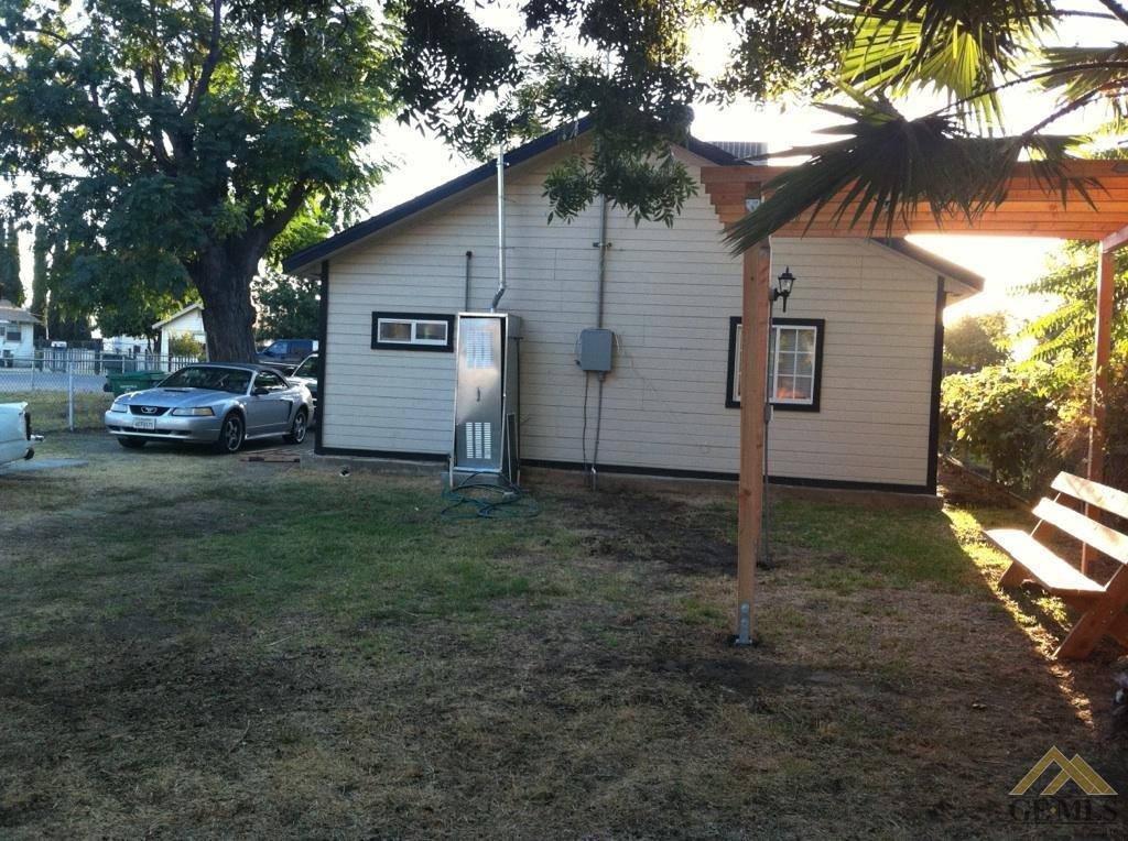 132 Hopkins Avenue, Bakersfield, CA 93308