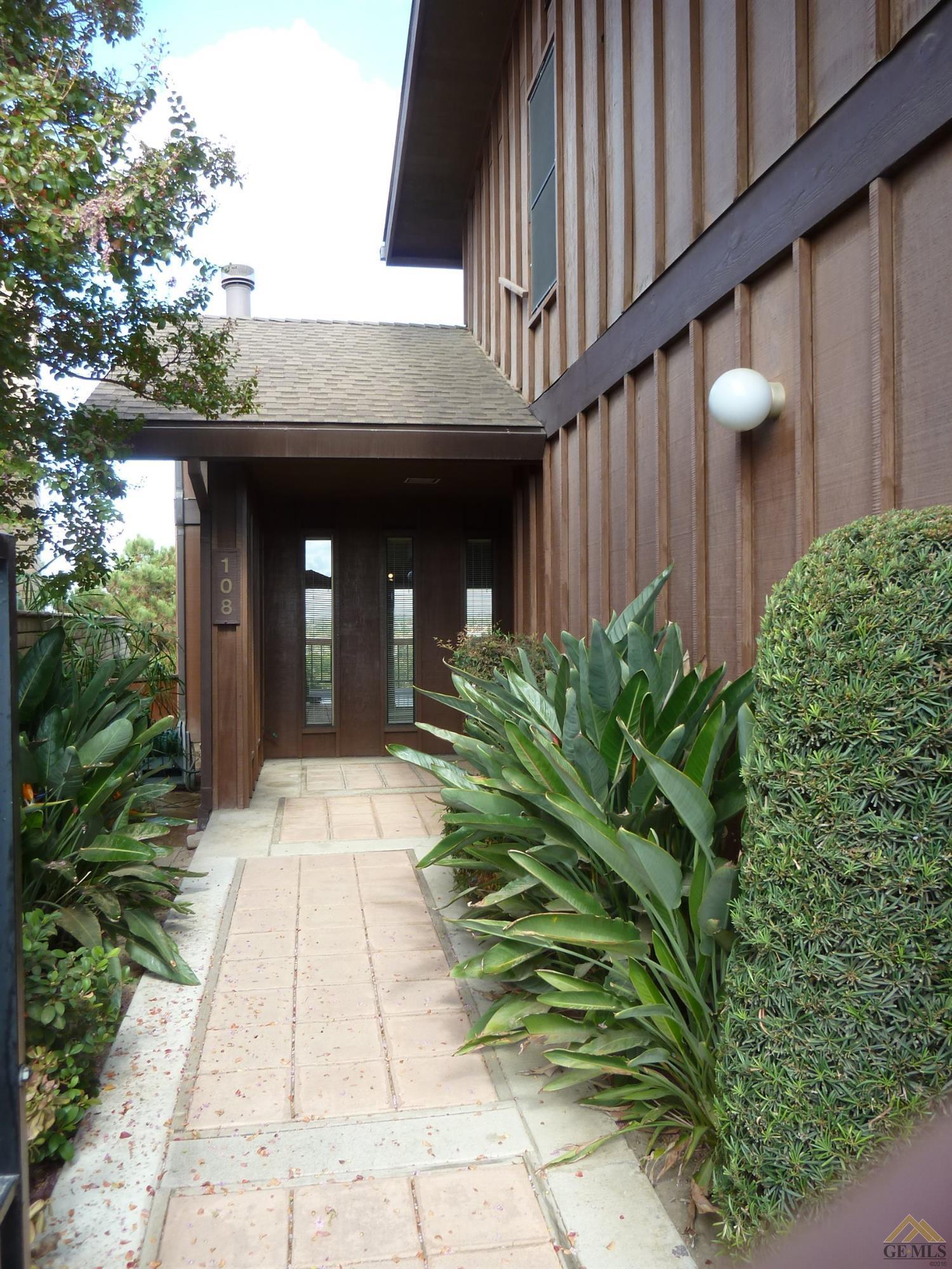 108 Westbluff Court, Bakersfield, CA 93305