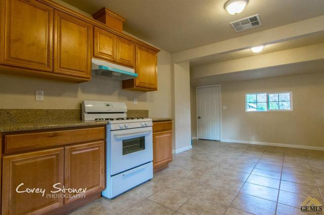 712 California Ave, Shafter, CA 93263