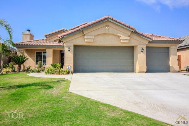 9600 Degranvelle Dr, Bakersfield, CA 93311