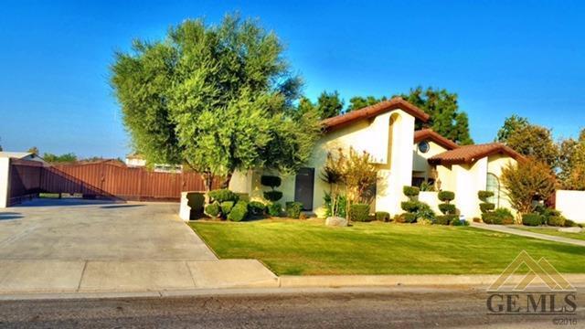 3112 Old Farm Rd, Bakersfield, CA 93312