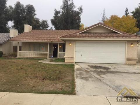 521 Twinleaf Dr, Bakersfield, CA 93308