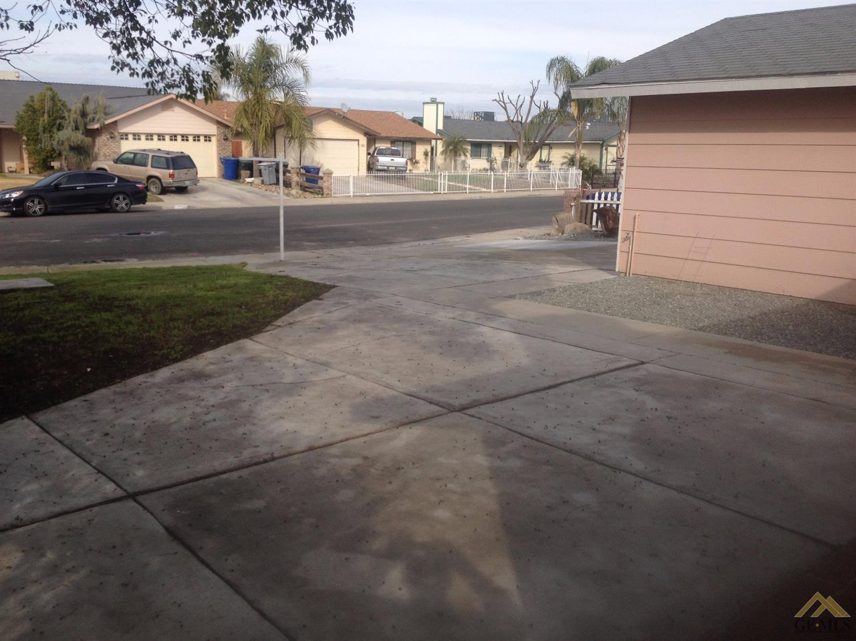 2106 Sierra Vista Avenue, Delano, CA 93215