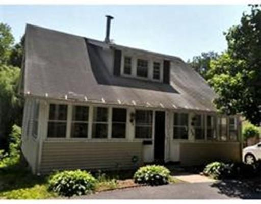 18 Hermitage Ln, Worcester MA 01605