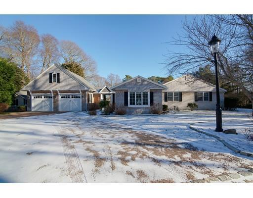 16 Long Pond Cir, Centerville MA 02632