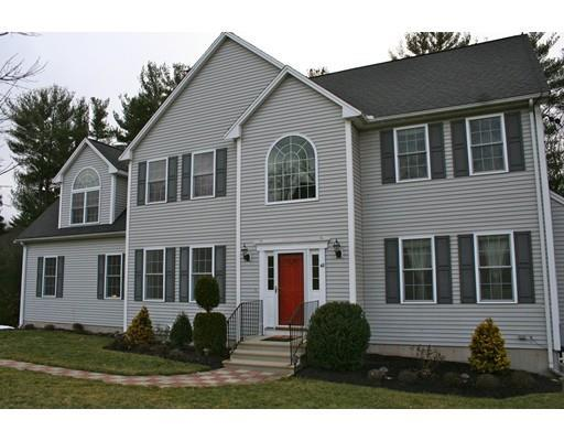 42 Meadowbrook Rd, Franklin MA 02038