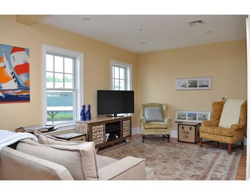 33 Railroad Ave #APT 207, Gloucester MA 01930