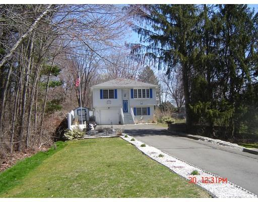 22 Overlook Dr, Ludlow MA 01056
