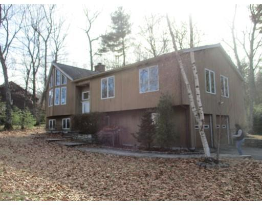4 Sullivan Blvd, Oxford MA 01540