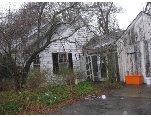 28 Vinnicum Rd, Swansea MA 02777